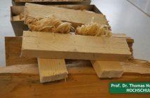Holzstücke auf dem Tisch