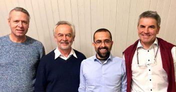 4 Wissenschaftler posieren fürs Foto